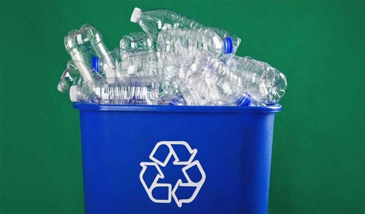 Нужно ли закрывать бутылки крышками перед переработкой?